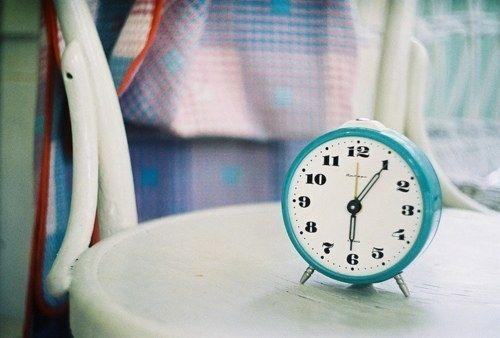 晚安心语:人生最宝贵的不是你拥有的物质,而是陪伴在你身边的人