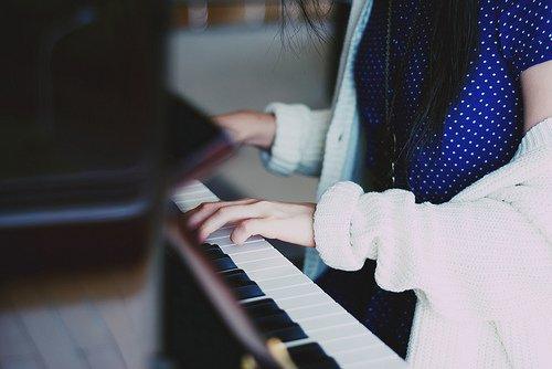 唯美图片:弹一曲心中最美的旋律