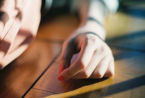 伤感图片:没有人喜欢听你抱怨生活,因为每个人都有自己的苦痛