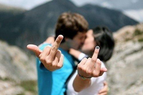 爱情语录:你爱我,我会陪你;你不爱我,我给你自由
