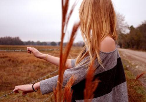 伤感语录:生活不是林黛玉,不会因为忧伤而风情万种