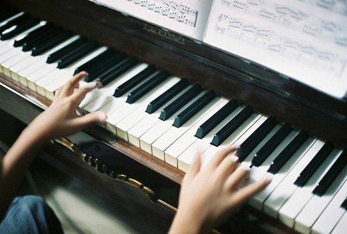 唯美图片:经典黑白钢琴图片分享给你,一起聆听钢琴之声