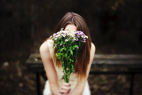 伤感的句子:男人哭了,是因为他真的爱了;女人哭了,是因为她真得放弃了