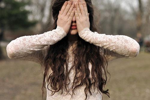 莎士比亚爱情语录:爱情是一朵生长在绝崖边缘的花,要想采摘它必须有勇气
