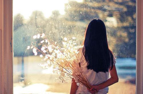 经典语句:你若是流泪,湿的总是我的脸;你若是悲哀,哭的总是我的心