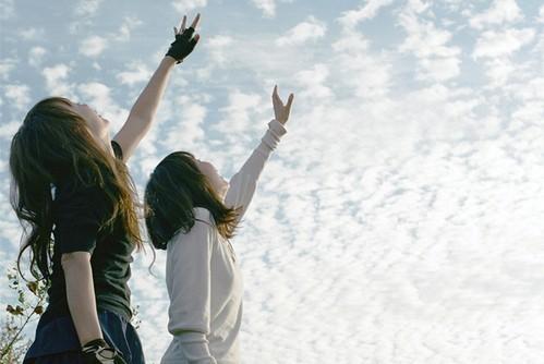 友情的句子:幸福就是,就算没有男朋友,还会有亲爱的不着调的闺蜜说爱你