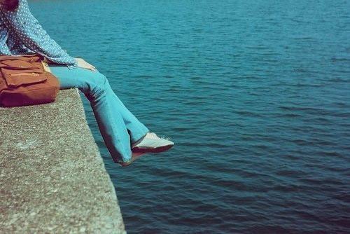 人生语录:你看全世界都不对时,兴许是你自己站歪了