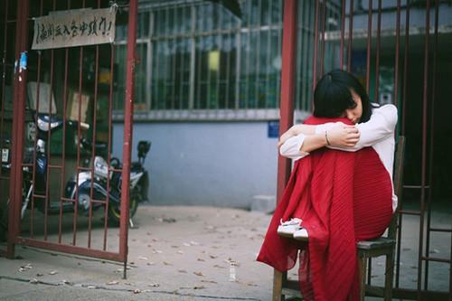 伤感语录:紧紧抓住旧伤痛不放,你就只是给那些伤害你的人力量