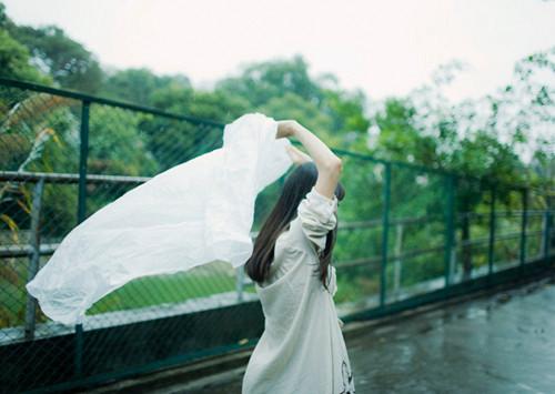 早安心语:过你想要的生活,若不如人意,请拿出重新放手一搏的勇气