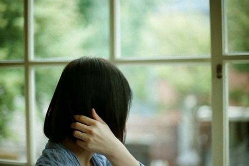 晚安心语:痛过,哭过,然后前行,不再回头,微笑着走过,不屑一顾