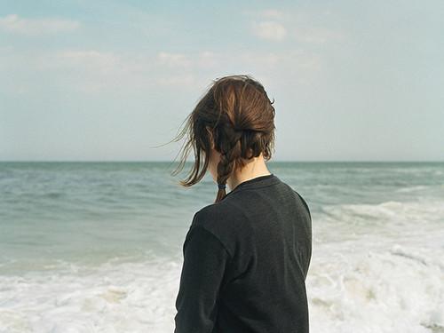 生活语录:人这一生中,最不能忘记的是在你困难时拉你一把的人