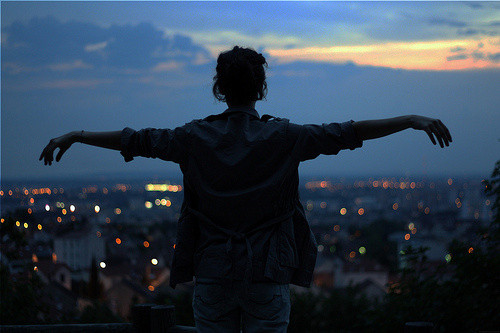 励志语录:想哭的时候,我会闭上眼睛不流泪,然后告诉自己还是可以坚持下去