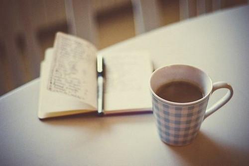 早安心语:女人最容易高估的两件事情,一是自己的美貌,二是男人的感情