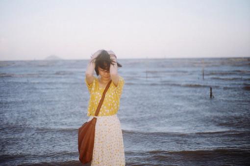爱情语录:我总是呆在一段时光里,怀念另一段时光