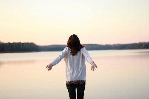 晚安心语:云渺渺,水茫茫,征人归路许多长。相思本是无凭语,莫向花笺费泪行
