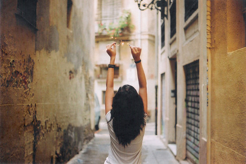世上最痛苦的事之一,不是落单,而是身边有一圈人,让你感觉自己孤身一人