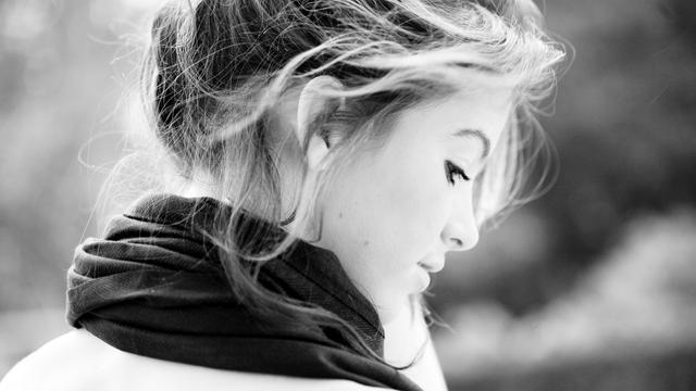 总有些情愫,不得不深藏,总有些馨香,在心底萦绕