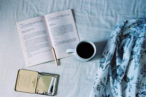 早安心语:做一个平静的人,做一个善良的人,做一个微笑挂在嘴边,快乐放在心上的人