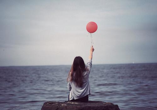 不求爱会永恒,只求相携一程;不求一世的奢华,只求牵手一程!