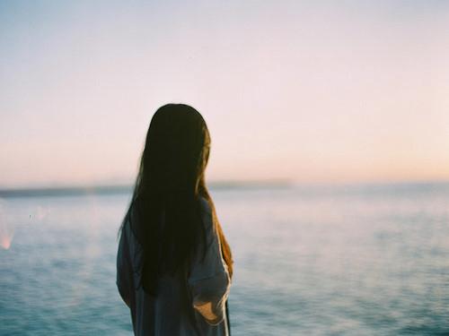晚安心语:活着需要一点耐心,活得久,才能站在山头,欣赏自己走过的崎岖山路
