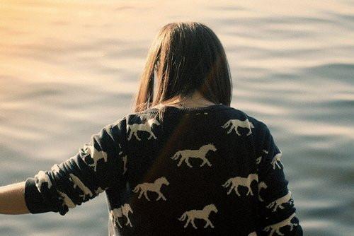 晚安心语:你不能要求拥有一个没有风暴的人生海洋,因为痛苦和磨难是人生的一部分