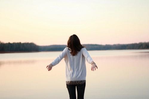 晚安心语:人在的时候,以为总会有机会,其实人生就是减法,见一面少一面