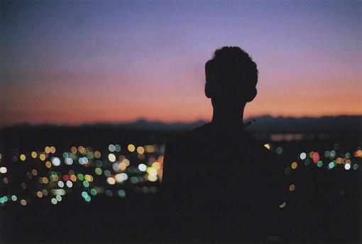 早安心语:心情不好的时候,只想一个人安安静静的待着,不求安慰,只求有个人能懂