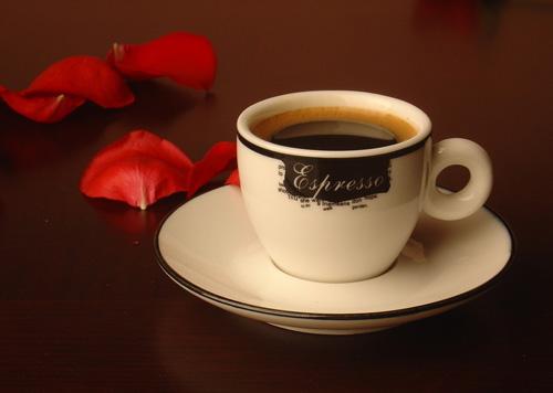 感谢为我送上咖啡的人,感谢对我送来微笑的姑娘!