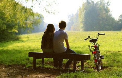晚安心语:与其盼着别人的完美,不如现在行动修行不完美的自己