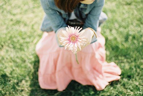 感情有时候只是一个人的事情,和任何人无关。爱,或者不爱,只能自行了断