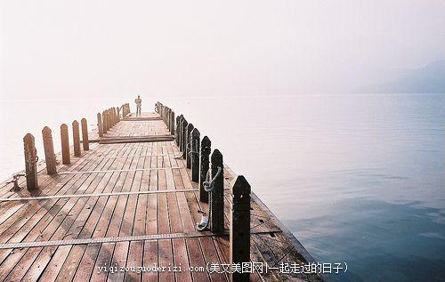 无论在什么时候,无论在什么地方,我们都不要抱怨我们自己的人生