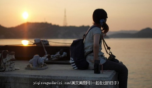 晚安心语:很多人喜欢做两件事,留一个看得见的伤口,等一个看不见的人
