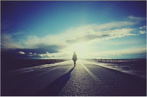 12句人生感悟句子:最先道歉的人最勇敢,最先原谅的人最坚强,最先释怀的人最幸福
