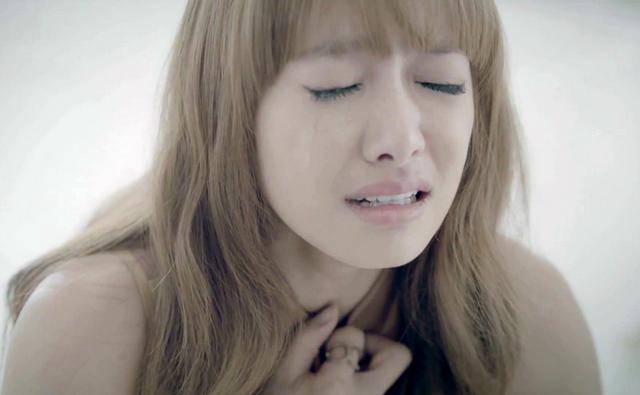 伤感语录句子:如果你哭,你只能一个人哭,没有人在意你的懦弱,只有慢慢地选择坚强