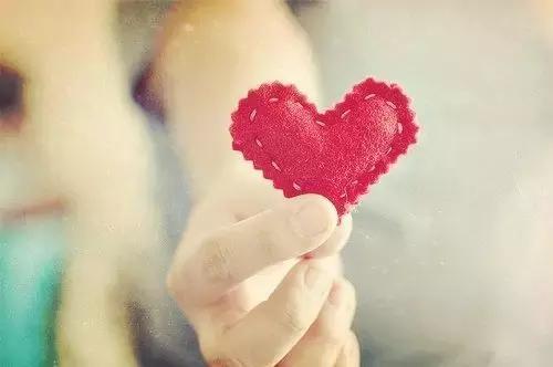 懂你的人在心里,爱你的人在生命里(情感美文句子摘选)