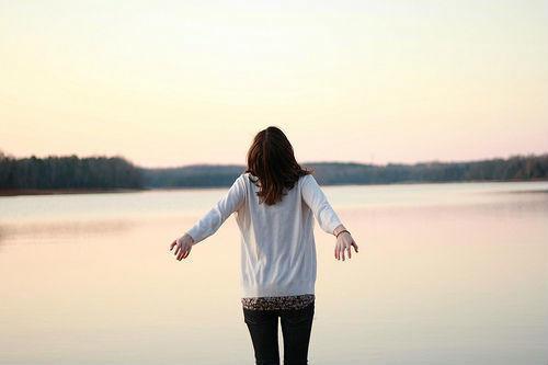 不管你经历多痛的事情,到最后都会渐渐遗忘(经典励志语录句子)