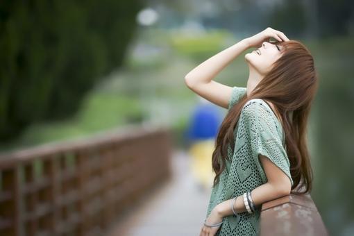 冬是孤独,夏是离别,春是两者之间的桥梁,唯独秋,渗透所有的季节(唯美伤感语录句子)