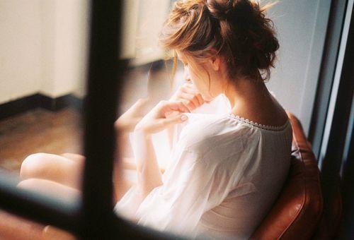 我们不停的翻弄着回忆,却再也找不回那时的自己(伤感语录句子)