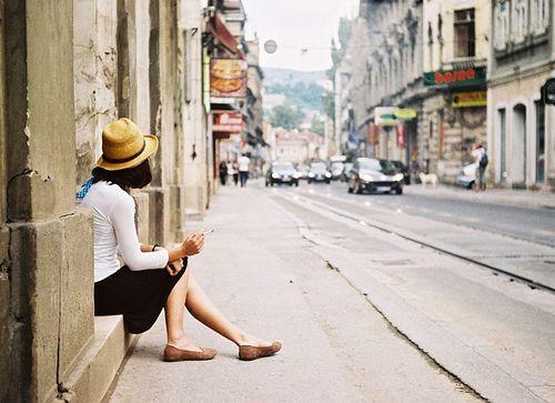世界上最远的距离,不是爱,不是恨,而是熟悉的人,渐渐变得陌生(伤感语录句子)