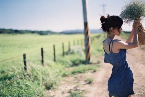 能开口说出的委屈,便不是委屈;能离开的人,便不算是爱人