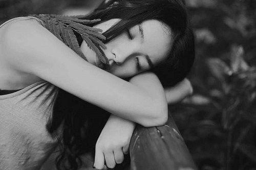 风,吹起破碎的流年,我看见远方的寂寞,泪流满面(优美语录句子)