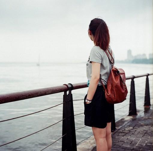 有时候,一个人想要的只是一只可握的手和一颗感知的心