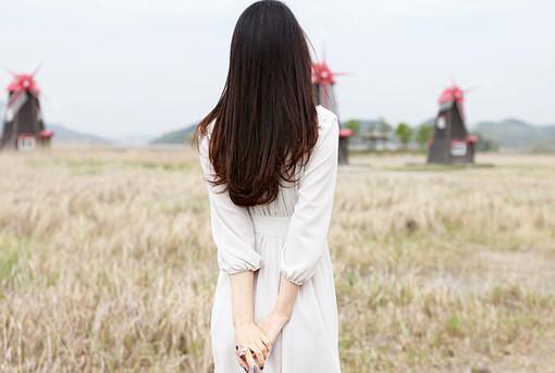 幸福总会靠近,不管现在怎样,我们都要快乐,生活总要继续