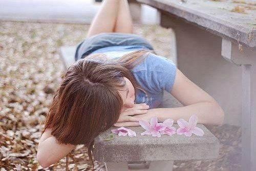 生活不是过给别人看的,是过给自己看的,所以对他人给自己或褒或贬的评价完全可以从容的一笑了之