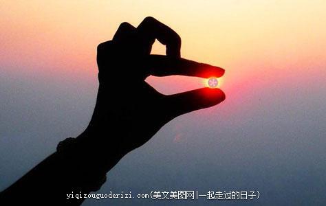 励志语录:不要活在别人的嘴里,不要活在别人的眼里,而是把命运把握在自己的手里